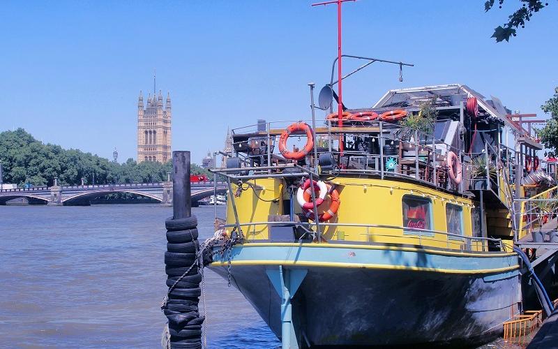 tamesis dock boat