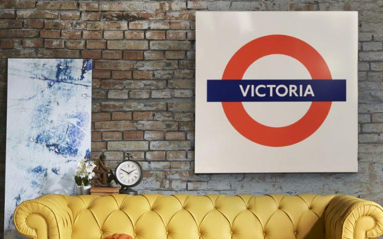 Victoria Line sign