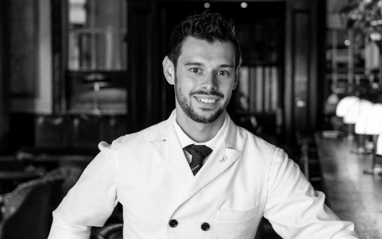 Yann Bouvingnes Scarfes Bar
